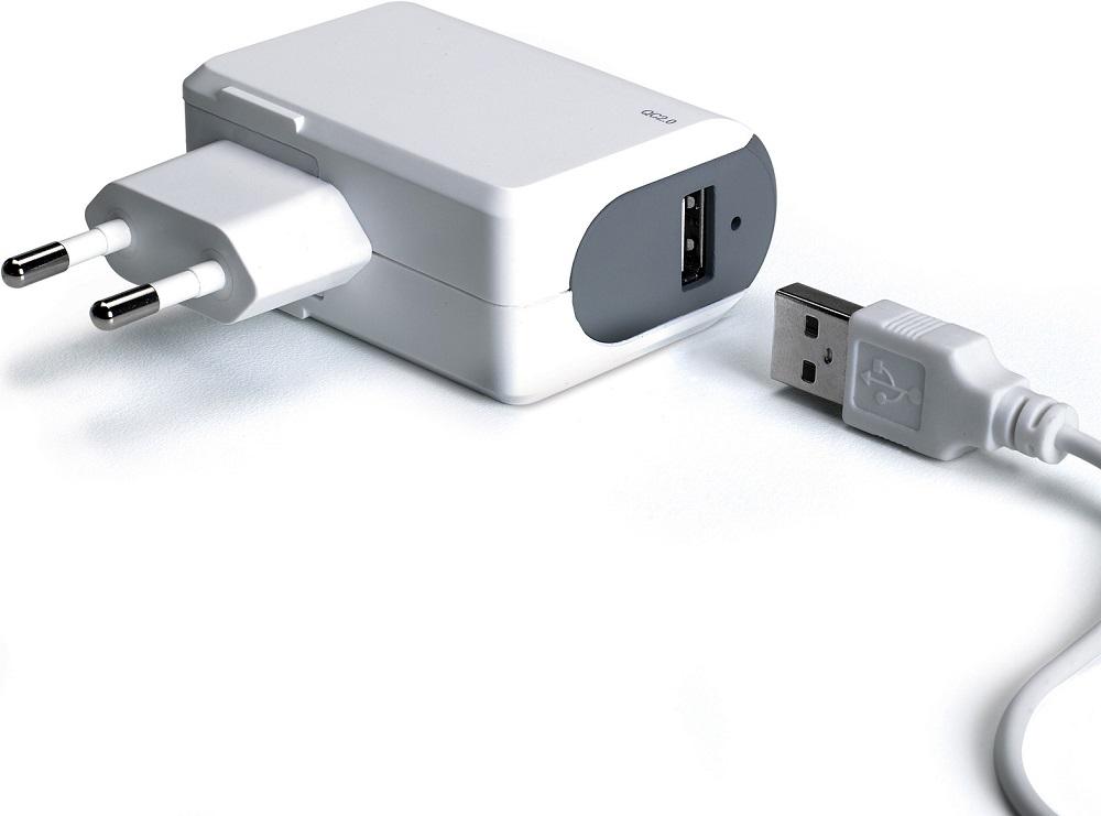 СЗУ Celly универсальное c поддержкой Qualcomm Quick Charge 2.0 White